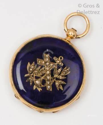 Montre de gousset en or jaune émaillé bleu à décor de fleurs serties de diamant