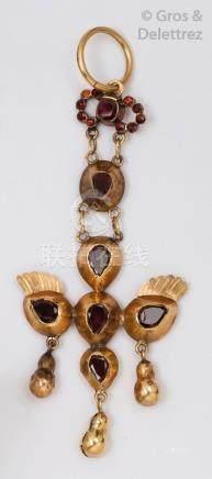 Pendentif «Saint Esprit» en or jaune orné de pierres rouges. P.17g.