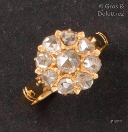 Bague en or jaune ornée de diamants taillés en rose. Tour de doigt: 52. P.3,6