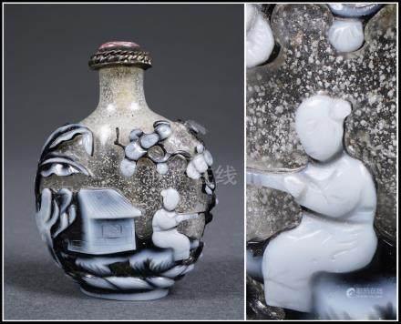 FLACON TABATIERE OVOÏDE EN VERRE OVERLAY Chine, Dynastie Qing Sculpté et évidé