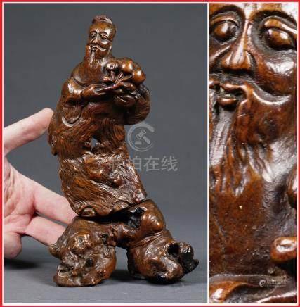 RACINE SCULPTEE A L'EFFIGIE DE GONFANG SHUO 東方朔 Chine, Dynastie Qing, Epoque XI
