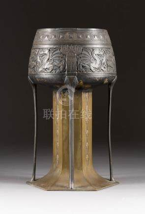 AUFSATZSCHALE  Wohl Deutsch, um 1900  Metall, part. versilbert. H. 35,5 cm. ...