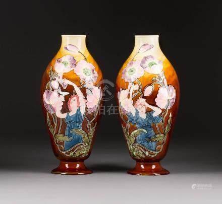 PAAR JUGENDSTILVASEN  Wohl Frankreich oder Böhmen, um 1900  Keramik, heller ...