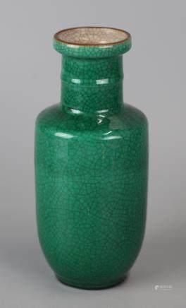 Chinese green glazed porcelain vase, 19th c.