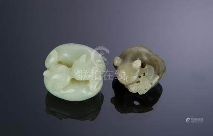 SET OF 2 JADE CARVINGS OF CATS, 18TH-19TH CENTURY