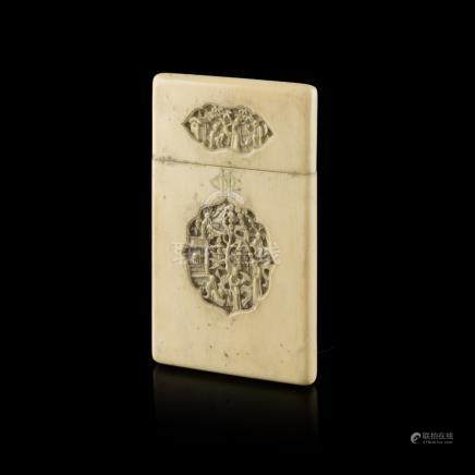 CANTON IVORY CARD CASEQING DYNASTY, 19TH CENTURY deeply cut with four shield-form panels enclosing