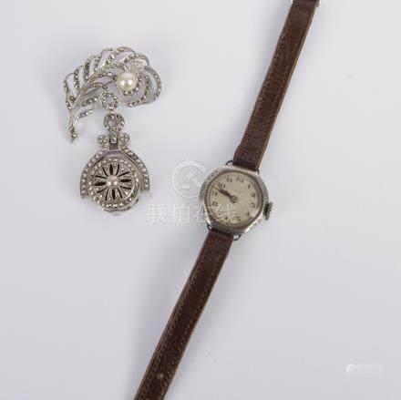 Lot de deux montres pour dame en argent, l'une de poche (signée Bucherer), orné