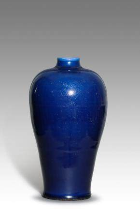 A Fine Ming Dynasty Blue-Glazed Vase,Meiping