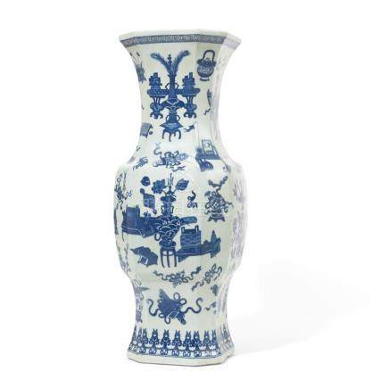 A Chinese blue and white porcelain vase with one hundred ant