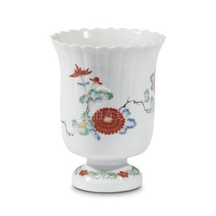 An Arita Kakiemon palatte-decorated porcelain footed vase, E