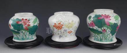 A GROUP OF THREE FINELY PAINTED PORCELAIN JAR