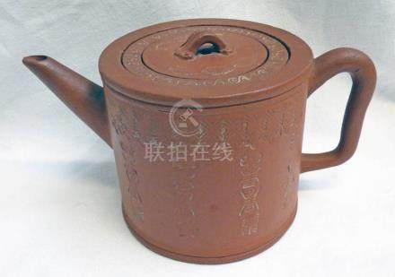 19TH CENTURY CHINESE YIXING RED CLAY TEAPOT WITH INNER LINER & CHARACTER MARKS TO SIDE OF BODY,