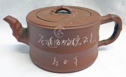 19TH CENTURY CHINESE YIXING RED CLAY TEAPOT WITH BAMBOO EFFECT HANDLE - 12CM DIAMETER