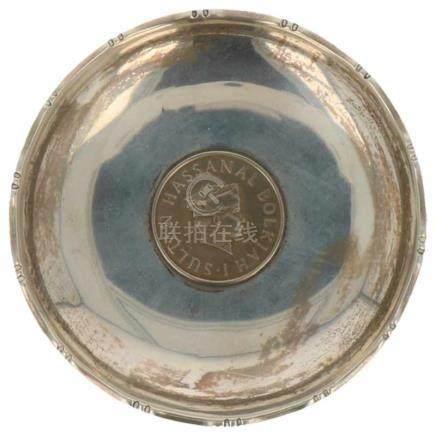Muntschaaltje met Brunei munt Sultan Bolkiah Hassanal zilver.China, Hongkong, Sammy, 20e eeuw,