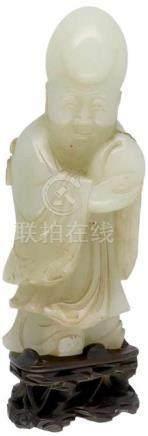 Wijsgeer.Een perzik vasthoudend. Uitgewerkt in Jade. China. circa 1900 14 x 6 cm.Wise man.Holding