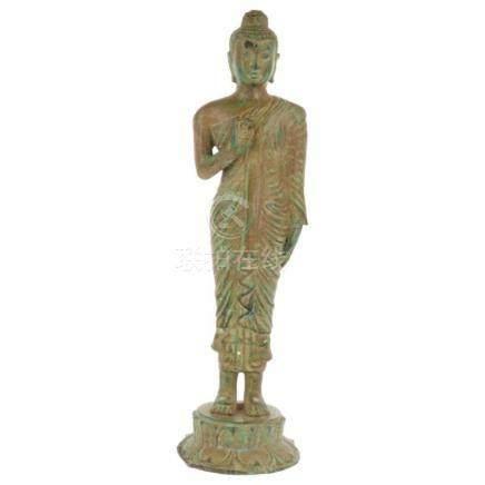 Staande Boeddha.China. 20e eeuw 33 x 9,5 cm.Standing Buddha.China. 20th century 33 x 9.5 cm.