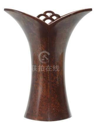A bronze vase in the form of a stylised rohdea  By Nakajima Yasumi II (1905-1986), Showa era, 20th century (2)