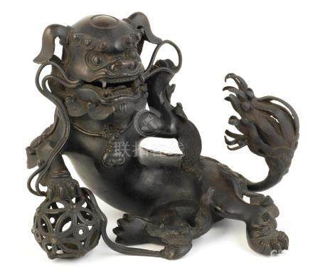 A Bronze koro (incense burner) and cover in the form of a shishi Meiji era, late 19th/early 20th century (2)