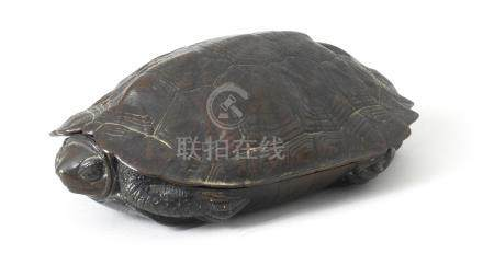 A bronze box and cover in the form of a turtle  By Tatsuo, Meiji or Taisho eras, early 20th century (2)