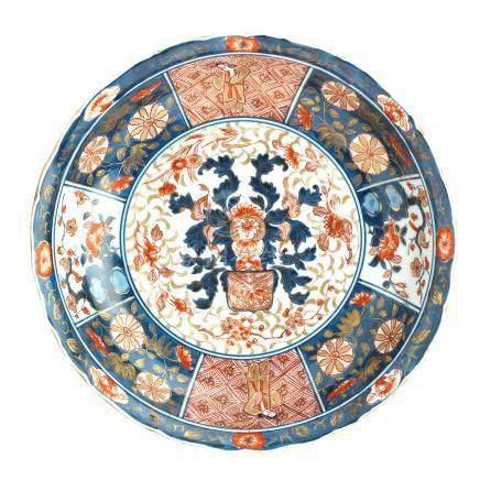 An Imari dish with pseudo armorial decoration 17th century