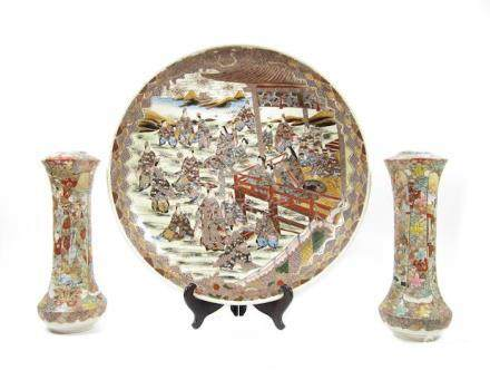 A large Satsuma charger and a pair of similar vases  Meiji/Taisho era, early 20th century (3)