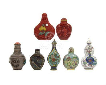 Two cinnabar lacquer snuff bottles, two cloisonné enamel snuff bottles and three others 19th/20th century (14)