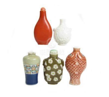 Five porcelain snuff bottles Qing Dynasty (7)