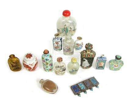 Thirty-three various snuff bottles 19th and 20th century (qnty)