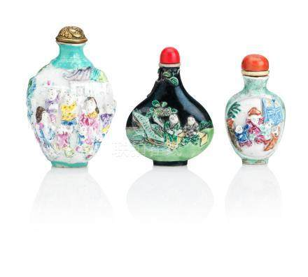 Three relief moulded porcelain snuff bottles Qing Dynasty (6)