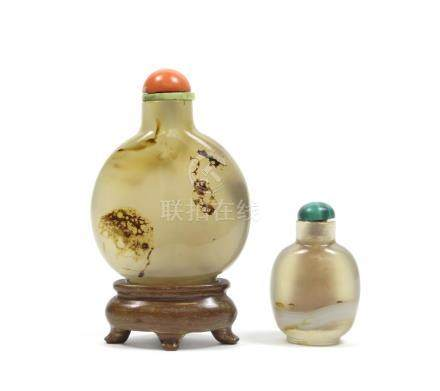 Two agate snuff bottles 19th century (4)