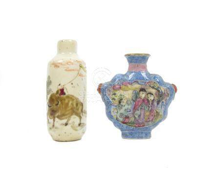 Two porcelain snuff bottles 19th century (2)
