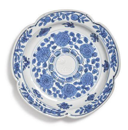 A RARE BLUE AND WHITE 'FLORAL' CUPSTANDWANLI MARK AND PERIOD