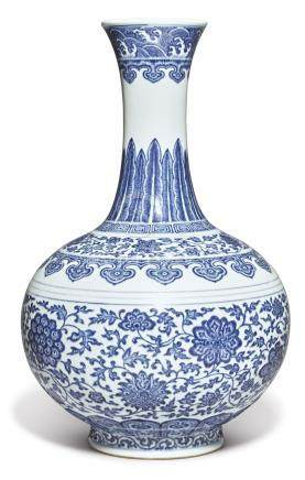 A FINE MING-STYLE BLUE AND WHITE BOTTLE VASE QIANLONG SEAL MARK AND PERIOD