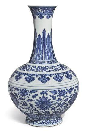 A FINE BLUE AND WHITE MING-STYLE BOTTLE VASE QIANLONG SEAL MARK AND PERIOD