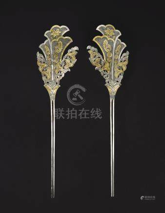 A RARE PAIR OF PARCEL-GILT SILVER 'FLORAL' HAIRPINSTANG DYNASTY