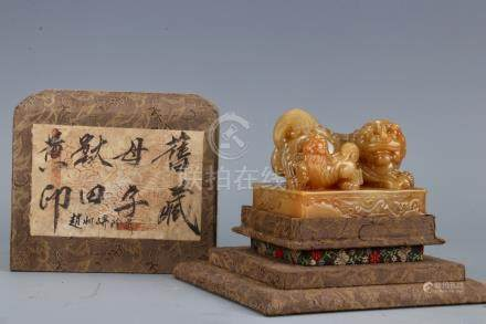 Qing Tianhuang Seal Surmounted By 'Mother And Son'