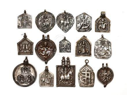 LOT WITH 15 LARGER SILVER AMULETS – INDIA 18th 19th CEN…