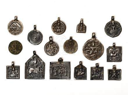 LOT WITH 16 SILVER / METAL AMULETS – INDIA 18th 19th CE…