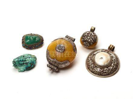 A MIXED LOT OF TIBETAN JEWELRY