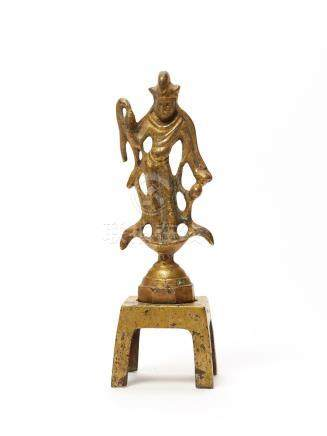 A TANG DYNASTY FIRE GILT BRONZE GUANYIN WITH MATCHING S…