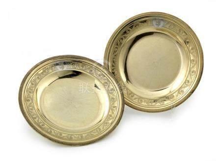 Paire d'assiettes rondes en vermeil. Paris 1789.