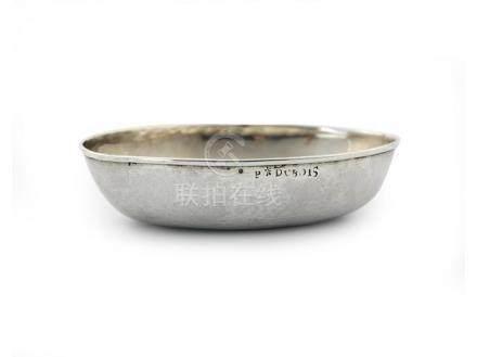 Petite coupe ovale ou tasse de chasse en argent.