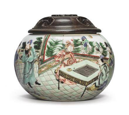 A FAMILLE-VERTE 'LADY OF THE RED WHISK' WEIQI BOXQing Dynasty, Kangxi Period