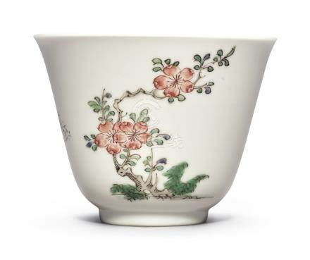 A FINE FAMILLE-VERTE 'CRABAPPLE' CUPQing Dynasty, Kangxi Period