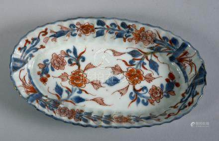 A small oval Imari dish with lobed side outlined in blue, 6in w.