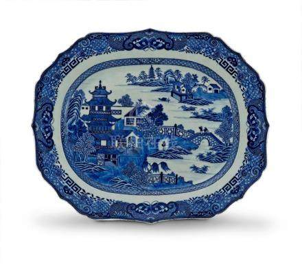 A Chinese Export blue and white rectangular dish, Qing Dynasty, 18th/19th century