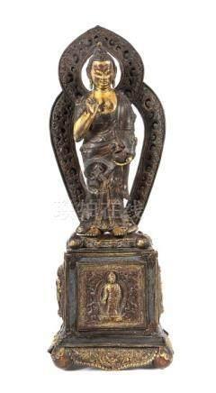 Buddha Shakyamunisinotibetisch, wohl 2. Hälfte 19. Jh., Messing/Bronze/Kupfer, part. vergoldet, in