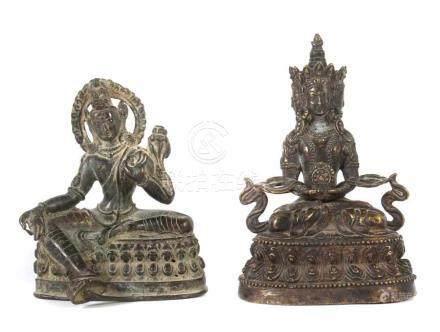 2 Buddha-FigurenNepal, Ende 19./1. Hälfte 20. Jh., Bronze/Gelbguss, 1x in lalitasana sitzender
