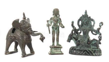 3 KleinbronzenNepal/Indien, 19./20. Jh., Bronze, best. aus: 1x Bodhisattva auf Reittier sitzend;