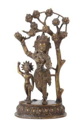 Geburt BuddhasNepal, Ende 19./1. Hälfte 20. Jh., Messing, Darstellung des jungen Buddhas mit